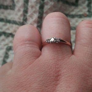 3 stone 14k yellow gold diamond ring